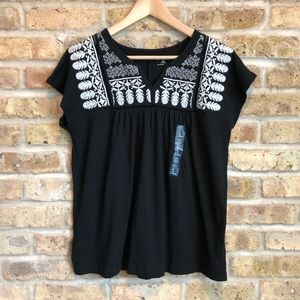 NWT GAP Black & White Embroidered Swing Tee